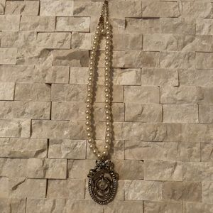 Jewelry - Costume pearl and Crest necklace